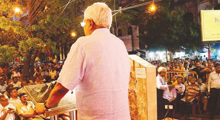 ഡൽഹൗസി സ്ക്വയറിൽ പൊതുയോഗത്തിൽ പ്രകാശ് കാരാട്ട് സംസാരിക്കുന്നു