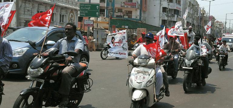 ജെഎസ്പി–- -ഇടത്- –-ബിഎസ്പി സഖ്യം പ്രവർത്തകർ വിശാഖപട്ടണത്ത് നടത്തിയ ബൈക്ക് റാലി