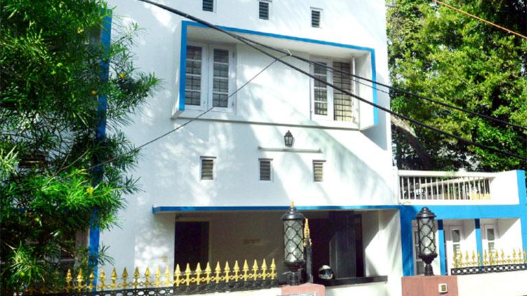തിരുവനന്തപുരം ജവഹർ നഗറിൽ െചന്നിത്തലയുടെ  പിആർ ഏജൻസി ഓഫീസ് പ്രവർത്തിക്കുന്ന  കെട്ടിടം