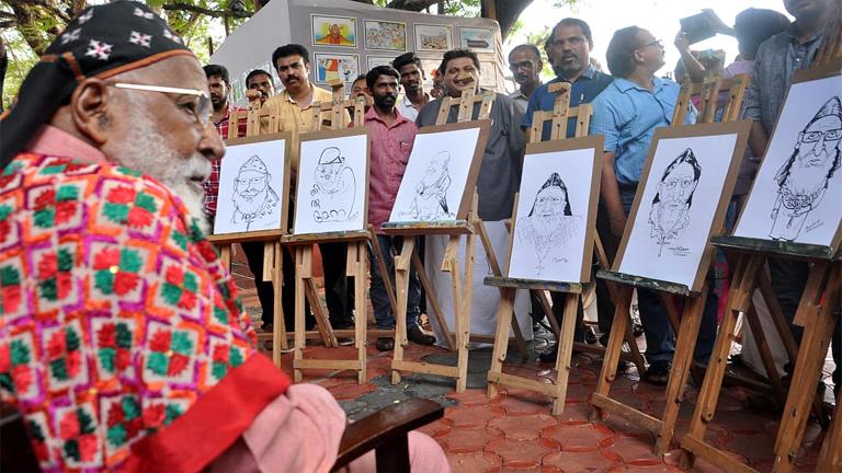 മാർ ക്രിസോസ്റ്റം മെത്രാപൊലീത്തക്ക്  ആദരമർപ്പിച്ച് കൊച്ചിയിൽ നടന്ന ദേശീയ കാർട്ടൂൺ ഫെസ്റ്റിവലിൽ പങ്കെടുത്തപ്പോൾ