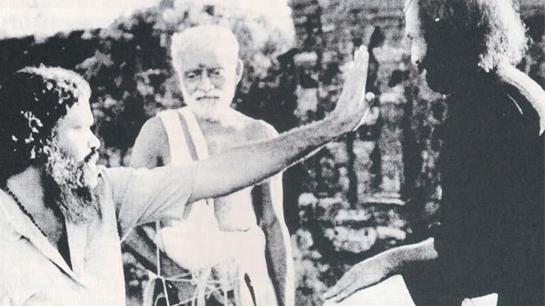 തമ്പിന്റെ ചിത്രീകരണ വേളയില് ജി അരവിന്ദന്, ഞെരളത്ത് രാമപ്പൊതുവാള്, നെടുമുടി വേണു