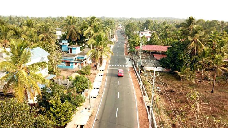 കണ്ണൂർ ‐ കാസർകോട് അതിർത്തിയിലെ കാങ്കോൽ–-ചീമേനി റോഡ്.  പയ്യന്നൂർ, തൃക്കരിപ്പൂർ മണ്ഡലങ്ങളിലൂടെയാണ് റോഡ് പോകുന്നത്.  കിഫ്ബിയിൽ 20.89 കോടി രൂപ ചെലവഴിച്ചാണ് നിർമിച്ചത്