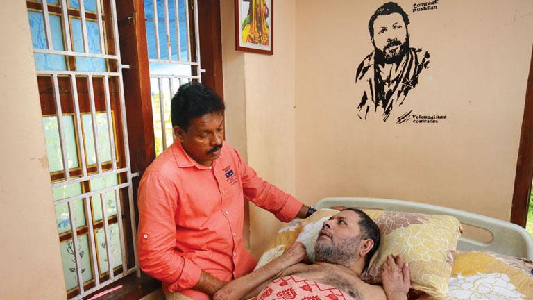 ഭാനുപ്രസാദ് പുഷ്പനൊപ്പം  , ഫോട്ടോ: അജീബ് കോമാച്ചി