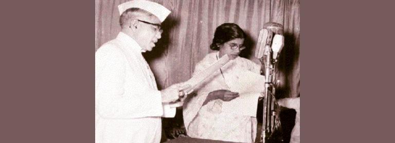 ഗൗരിയമ്മ 1957ല് ആദ്യ മന്ത്രിസഭയിലെ അംഗമായി സത്യപ്രതിജ്ഞ ചെയ്യുന്നു