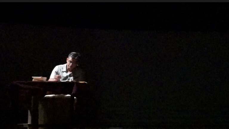 പട്ടാമ്പി കോളജിലെ കവിതാ കാര്ണിവലില് സംസ്കൃത കോളജ് നാടകസംഘം അവതരിപ്പിച്ച സമരം, കേരളം, കവിത രംഗാവിഷ്കാരത്തില് ചെറുകാടിന്റെ വേഷത്തില് പേരക്കുട്ടി അനൂപ് രംഗത്തെത്തിയപ്പോള്