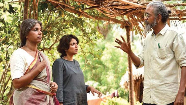 പാതിര കാലത്തിന്റെ ചിത്രീകരണം, അഭിനേതാക്കള്ക്ക് പ്രിയനന്ദന് നിര്ദ്ദേശം നല്കുന്നു