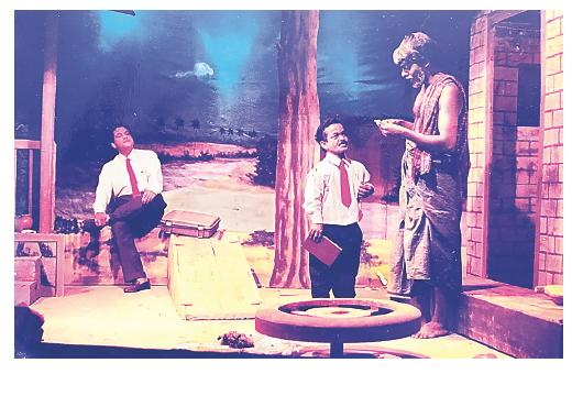 കെപിഎസിയുടെ രജത ജൂബിലി നാടകമായ ഇന്നലെകളിലെ ആകാശത്തിൽ മരുത് എന്ന  കഥാപാത്രമായി മേള രഘു
