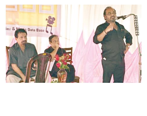 സംഗീത സംവിധായകന് ജോണ്സണും സംവിധായകൻ പി ടി കുഞ്ഞുമുഹമ്മദും ചേര്ന്ന് M3DB ഡേറ്റാ ബേസിന്റെ ഉദ്ഘാടനം 2010ല് പാലക്കാട്ട് നിർവഹിച്ചപ്പോള്
