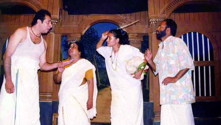 'മണിയറക്കള്ളനി'ല് ശ്രീകാന്ത്, ബിയാട്രിസ്, കവിത, ജോസഫ് പെരേര