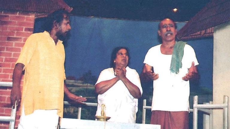 'കൊലകൊല്ലി' എന്ന നാടകത്തില് ജോസി പെരേര, പി എം അബു എന്നിവര്ക്കൊപ്പം ബിയാട്രിസ്